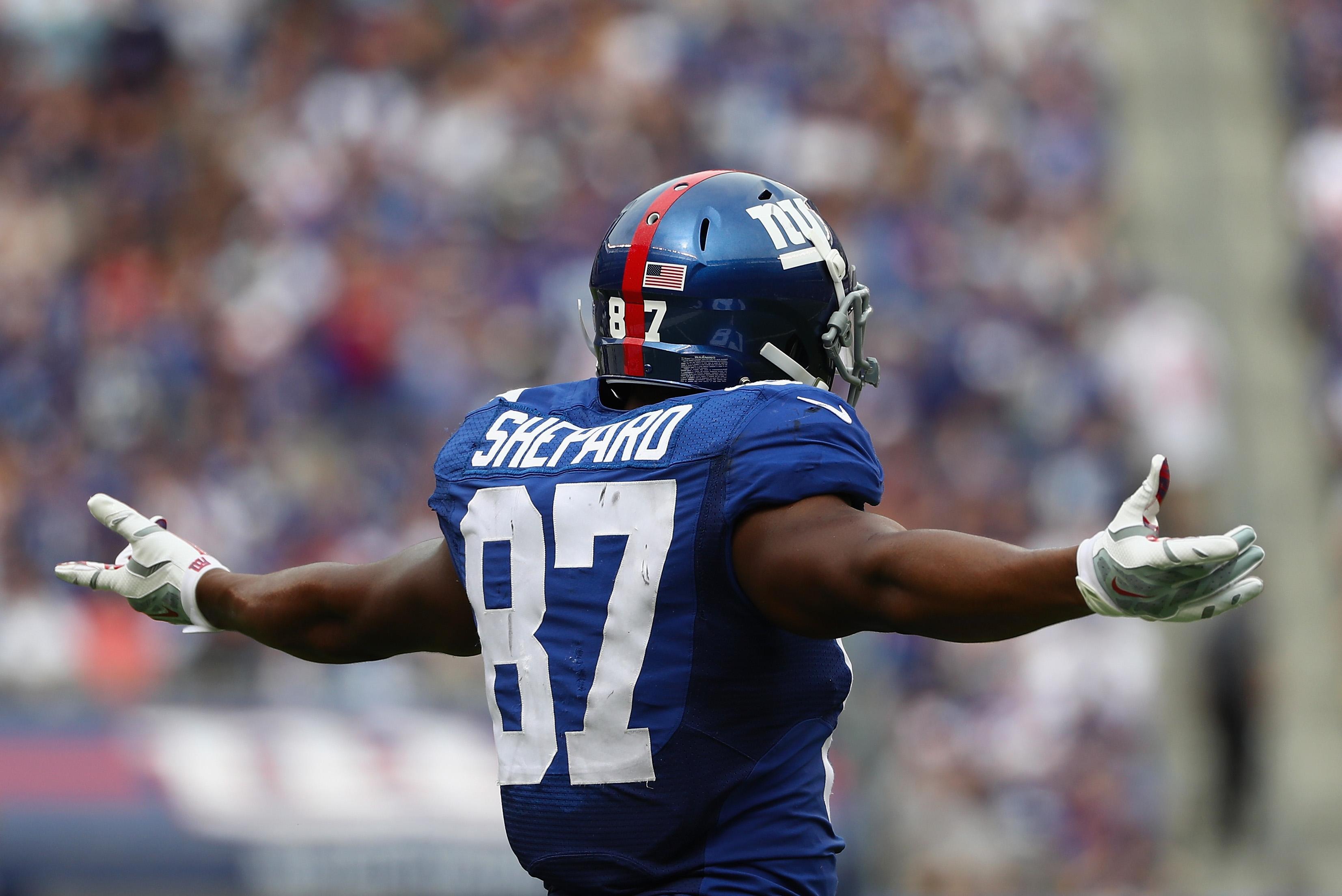 Ezekiel Elliott runs over Giants after stiff-arming Goodell